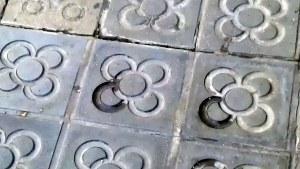 """Panot de """"la rosa de Barcelona"""" (o """"la flor de Barcelona""""). Sembla que va ser dissenyat per Josep Puig i Cadafalch."""