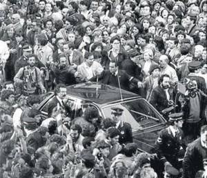 Arribada del cotxe de Jordi Pujol al Palau de la Generalitat, 30 de març de 1984