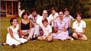 Imagen-de-familia-de-los-Pujol-Ferrusola--Josep-es-el-que-aparece-detras--entre-su-padre-y-su-madre-