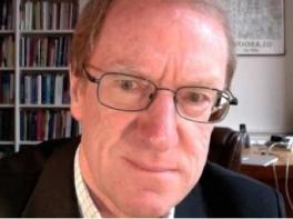 El professor Michael Keating al seu despatx