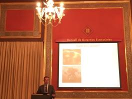 Joan Iglesias pronunciando su conferencia en la sede del Consell de Garanties Estatutàries