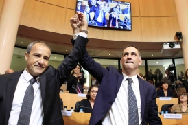 Simeoni i Talamoni a l'Assemblea de Còrsega després del triomf electoral