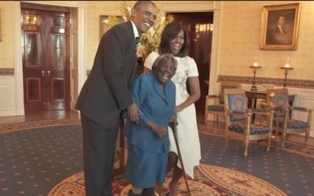 Barack-Obama-Michelle-Obama-y-Virginia-McLaurin-549x345