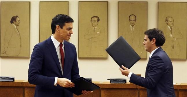 pedro-sanchez-albert-rivera-tras-firma-del-pacto-entre-psoe-ciudadanos-para-investidura-1456351359197