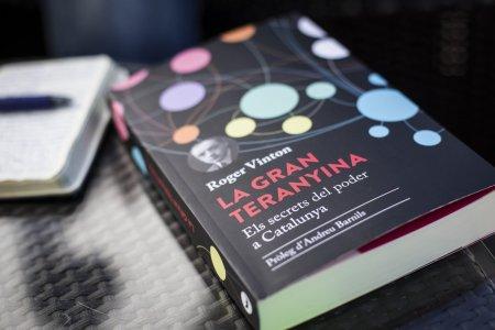 la-gran-teranyina-periscopi-2017-el-llibre-de-roger-vinton-sobre-els-secrets-del-poder-a-catalunya