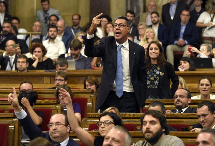 Debats-parlement-Catalogne-Barcelone-6-septembre-2017_0_729_496