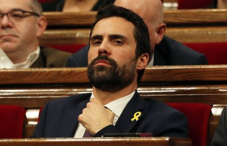 Roger-Torrent-politico-pasiones-Parlament_1101199947_11152392_1589x1024